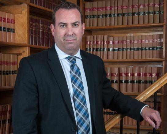 """""""يجب اخراج تحديد سقق الهجرة من دائرة السياسة"""" وفقا لستيفان هندفيلد، محامي مختص في الهجرة – Handfield et Associés Avocats"""
