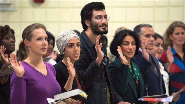 يريد حزب التحالف من أجل مستقبل كيبيك والحزب الكيبيكي خفض عدد المهاجرين المقبولين سنويا في كيبيك إلى 40 و 35 ألفا. وبلغ هذا العدد 52 ألفا في العام 2017 – Andrew Vaughan/PC