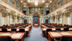 الجمعية العامة برلمان كيبيك وتبدو المقاعد شاغرة بانتظار نتائج الانتخابات/راديو كندا