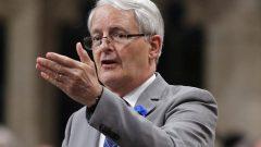 وزير النقل الكندي مارك غارنو يبحث في احتمال فرض حزام الأمان في الباصات المدرسيّة/Patrick Doyle/CP
