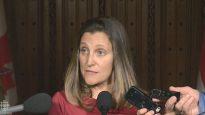 قالت كريستيا فريلاند وزيرة الخارجية الكندية إن الحكومة ستحترم صفقة بيع الآليات المدّرعة الخفيفة إلى المملكة السعودية -CBCNews
