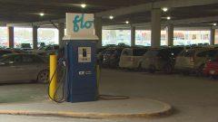 محطّة شحن سريع للسيّارة الكهربائيّة في مدينة وينيبيغ/Radio-Canada/Daniel Gagné