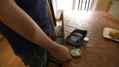 """""""حاليا، حالات السكري من النوع 2 أكثر من النوع الأول عند المراهقين بسبب وباء السمنة واستهلاك السعرات الحرارية الكثيفة المتواجدة في السكر المضاف ."""" (مارتان جونو أخصائي أمراض القلب في معهد أمراض القلب في مونتريال ) - Radio Canada"""