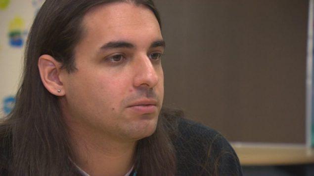 الطالب جاك تايز أميركي الجنسية من السكان الأصليين يندد بالعنصرية في جامعة مانيتوبا/راديو كندا