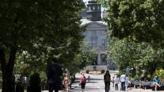 لتمويل صندوق المنحة أطلقت الجامعة حملة جمع التبرعات عبر الانترنت تهدف إلى جمع 60.000 دولار على الأقل - Paul Chiasson/Canadian Press