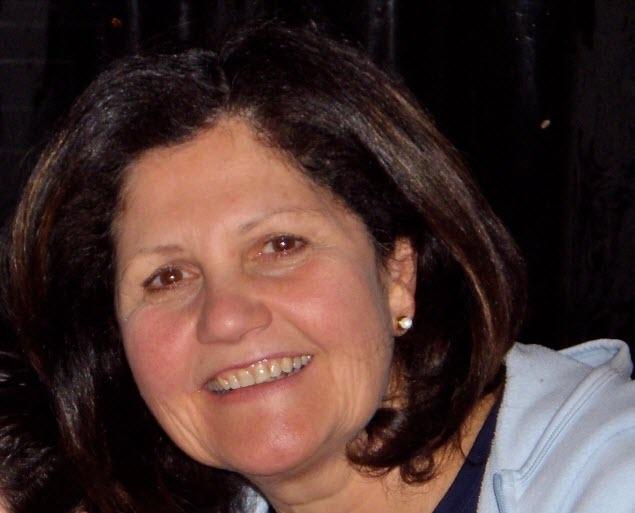 الدكتورة نور صايم وصلت قبل 51 عاما إلى كندا، وتفخر بانتمائها إلى سوريا وكندا في آن معا/فيسبوك/Aliments Ensemble