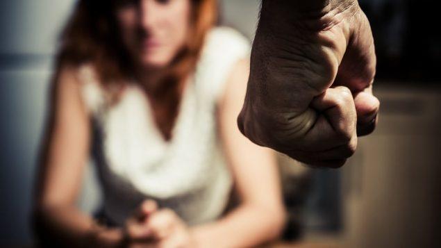 تعديل القوانين في مقاطعة نيوفاوندلاند ولابرادور لتعزيز المساعدة لضحايا العنف الأسري/iStock