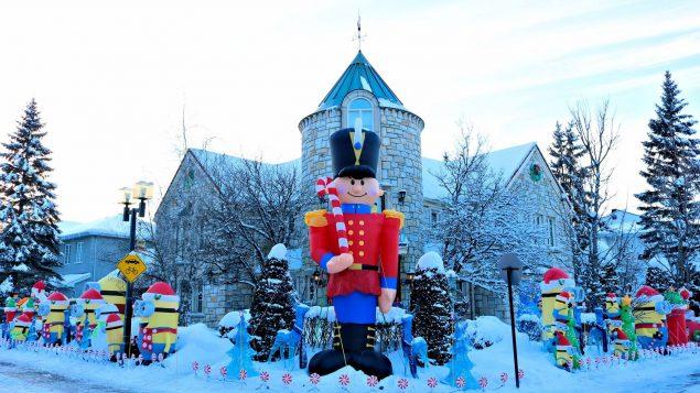 زينة الميلاد من إعداد الشاب سامي ايلي حجّار في منزله في مونتريال/فيسبوك/سامي حجّار