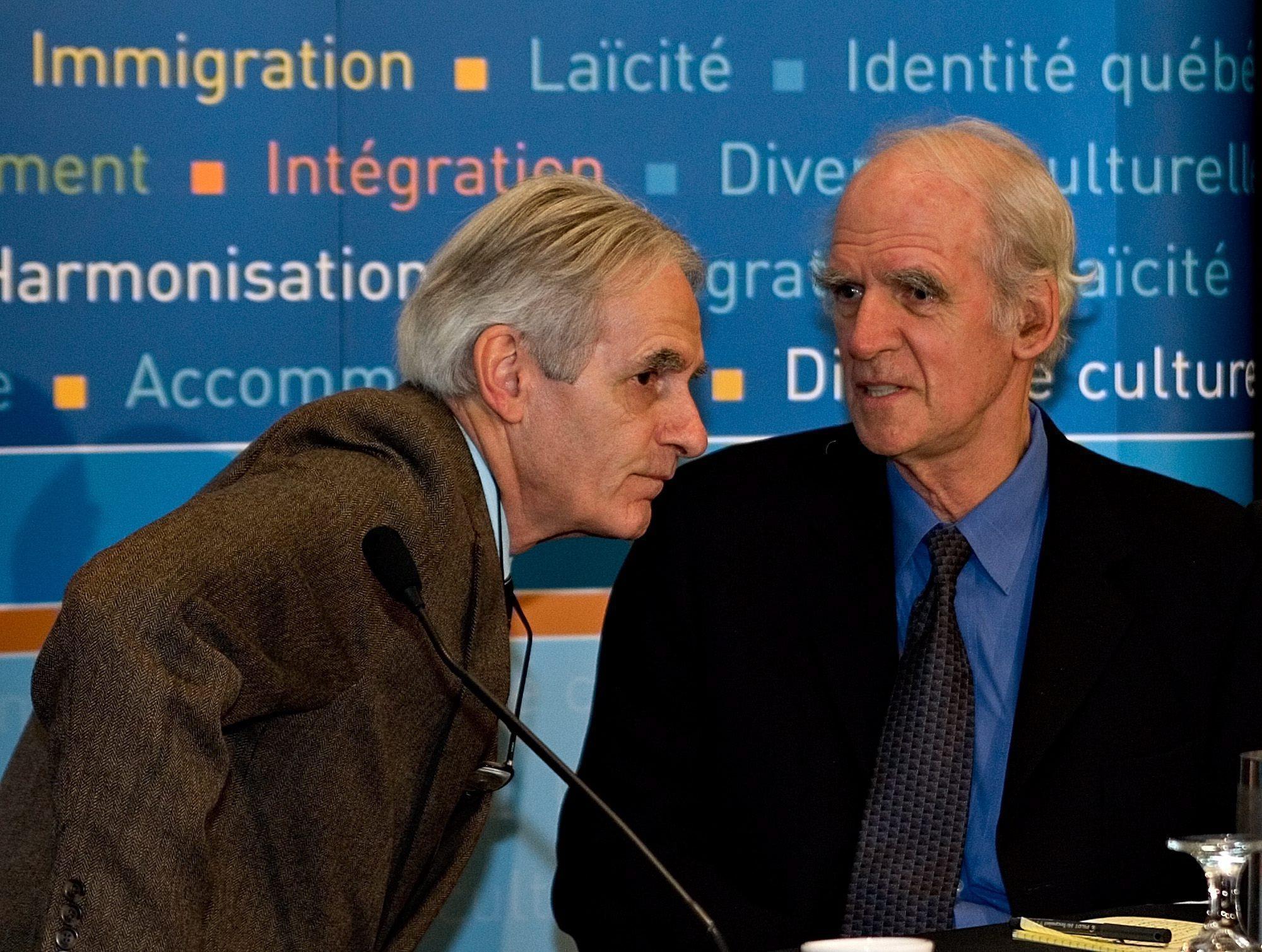 شارل تايلور (على اليمين) وجيرار بوشا، رئيسا لجنة التشاور حول التسويات المعقولة الممنوحة للأقليات الثقافية والدينية والمعروفة بلجنة بوشار-تايلور - CANADIAN PRESS/Jacques Boissinot