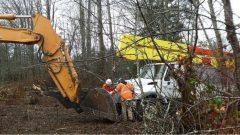 فرق التصليح التابعة لشركة هيدرو بي سي تواصل إصلاح الشبكة التي لحقت بها أضرار جسيمة بعد عاصفة الرياح التي اجتاحت مقاطعة بريتيش كولومبيا/BC Hydro