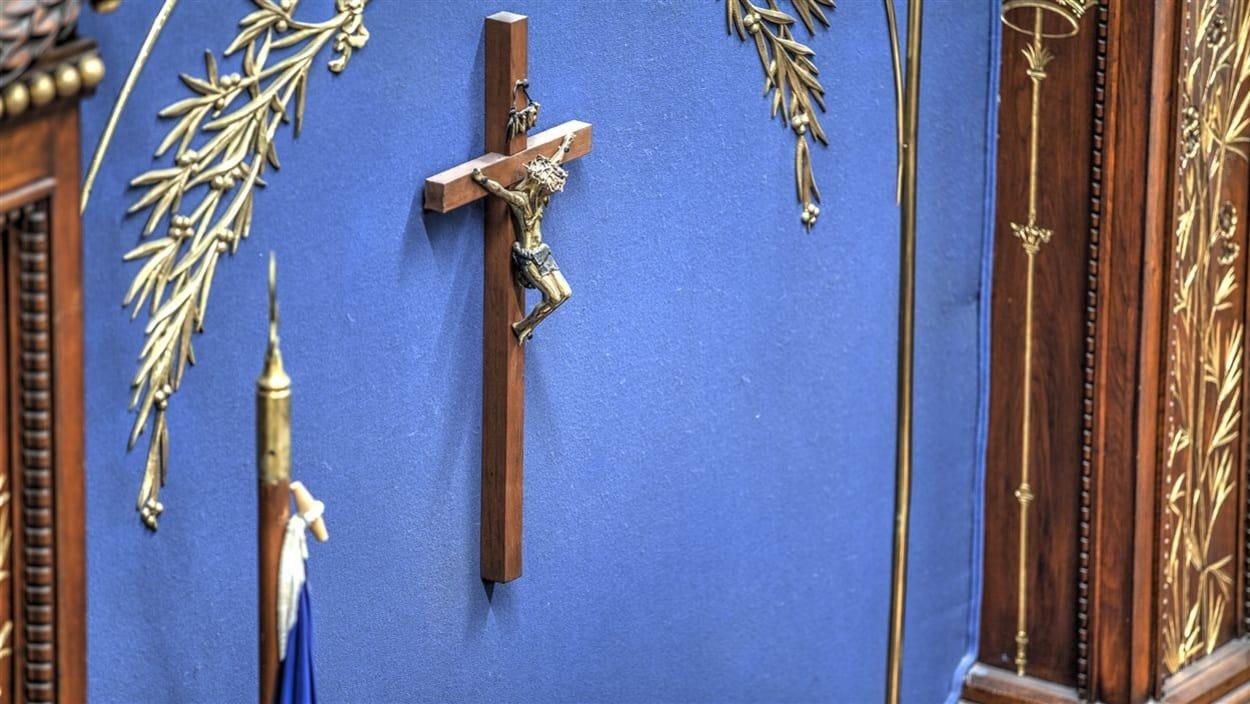 الصليب في القاعة الزرقاء حيث يجتمع نواب الجمعية الوطنية في كيبيك Radio-Canada/Bernard Huard