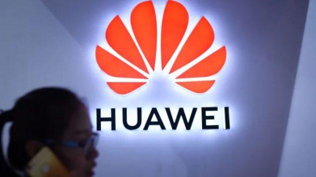 تجري السلطات الأمريكية تحقيقا بشأن الشركة الصينية هواوي بسبب مزاعم بأن شركة هواوي أرسلت بضائع أمريكية إلى إيران ودول أخرى. ويشكل هذا خرقا لقوانين التصدير الأمريكية - Wang Zhao/AFP/Getty Images
