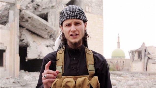 جون ماغيلر الملقّب بأبي أنور الكندي، الطالب السابق في جامعة أوتاوا الذي التحق بصفوف تنظيم الدولة الاسلامية - Radio Canada