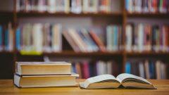 خزّنت المكتبة مجموعة كتبها عند روّادها أثناء عملية الاصلاح - Getty
