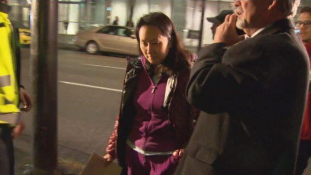 مينغ وانجو المديرة المالية لهواوي بعد اطلاق سراحها بكفالة يوم 11 ديسمبر كانون الأول في فانكوفر - CBC