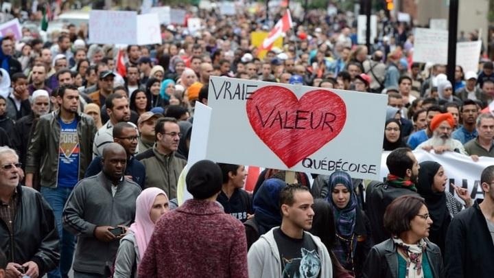 """مظاهرة ضد شرعة """"القيم الكيبيكية"""" في 14 سبتمبر تموز 2013 في مونتريال - Ryan Remiorz/The Canadian Press"""