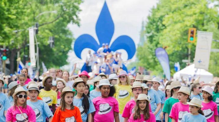 أطفال يشاركون في احتفالات العيد الوطني الكيبيكي- سان جون باتيست (مونتريال 24 يونيو حزيران 2017) - Graham Hughes The Canadian Press