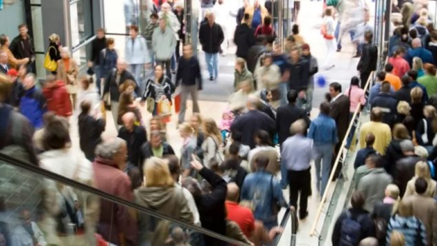 المجمّعات التجاريّة تغصّ بالمتسوّقين في فترات أعياد الميلاد ورأس السنة/CBC/ هيئة الاذاعة الكنديّة