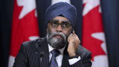 وزير الدفاع الكندي هارجيت سجان/Sean Kilpatrick/CP