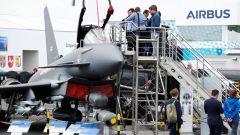 نتوي إيرباص المشاركة في مناقصة ستطلقها الحكومة الكندية لشراء 88 طائرة مقاتلة لتحل محل طائراتها CF-18 القديمة - Reuters/Fabrizio Bensch