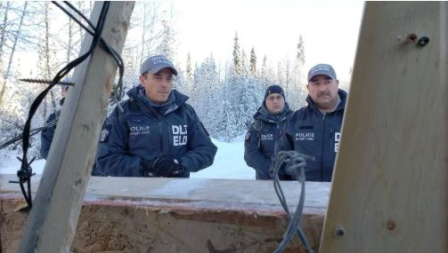 اعتقلت شرطة الخيالة الملكية الكندية 14 شخصًا حاولوا منع بدأ أشعال بناء خط أنابيب الغاز كوستال لينك - Chantelle Bellrichard/CBC