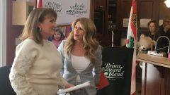ستقدّم ميشيل دورسي (إلى اليسار) مفوّضة حقوق الأطفال تقاريرها مباشرة إلى مجلس الحكومة، على عكس نظرائها في المقاطعات الأخرى الذين يتمتعون باستقلالية عن حكوماتهم - Radio-Canada François Pierre Dufault