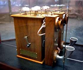 الهاتف المصمم من طرف سيريل دوكيت (مكتبة ومحفوظات كندا)