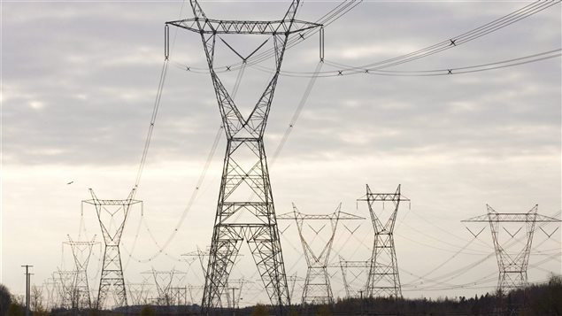 """في 29 نوفمبر تشرين الثاني 1965 ، قامت شركة الكهرباء """"هيدرو كيبيك"""" بتشغيل أول خط جهد عال في العالم بقدرة 735 كيلو فولت . ( Hydro Québec)"""