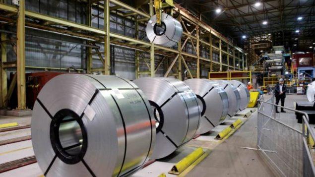 الرسوم الأميركيّة على مستوردات الفولاذ والألمنيوم الكنديّة تركت مضاعفاتها على العمّال والقطاع الصناعي في كندا والولايات المتّحدة حسب رئيس الحكومة جوستان ترود// Reuters/Mark Blinch
