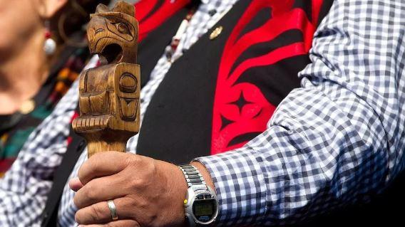 لجنة الحقيقة والمصالحة أوصت الحكومة بتعريف المهاجرين الواصلين حديثا بثقافة السكّان الأصليّين// Darryl Dyck/CP