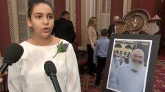 """""""ما قام به (والدي)، سمح للعديد من الكيبيكيين بإدراك أنّ لا طائل من معاداة الإسلام.""""، زينب، ابنة عزالدين سفيان الذي منحته الجمعية الوطنية في كيبيك ميدالية الإخلاص المدني بعد الوفاة - Radio Canada"""