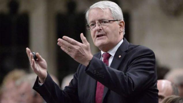 وزير النقل الكندي مارك غارنو/Adrian Wyld/CP