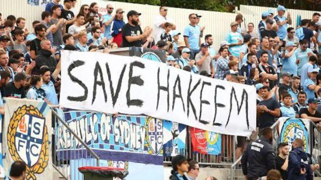 مناصرو فريق سيدني آف سي لكرة القدم يبدون دعمهم لحكيم العريبي - Getty Images / Mark Nolan