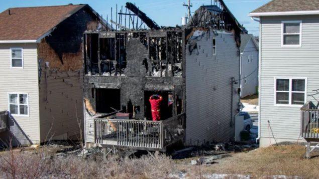 الحريق المدمّر أتى على المنزل الذي تقطنه عائلة برهو السوريّة في مدينة هاليفاكس /Robert Short/CBC/هيئة الاذاعة الكنديّة