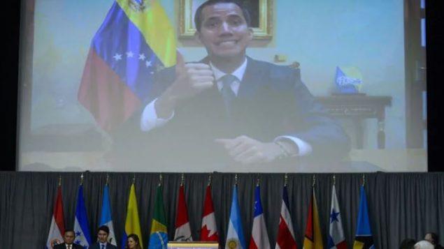 خوان غوايدو، رئيس فنزويلا بالوكالة يلقي كلمة في اجتماع وزراء خارجية مجموعة ليما في أوتاوا باستعمال تقنية الفيديو - The Canadian Press / Sean Kilpatrick
