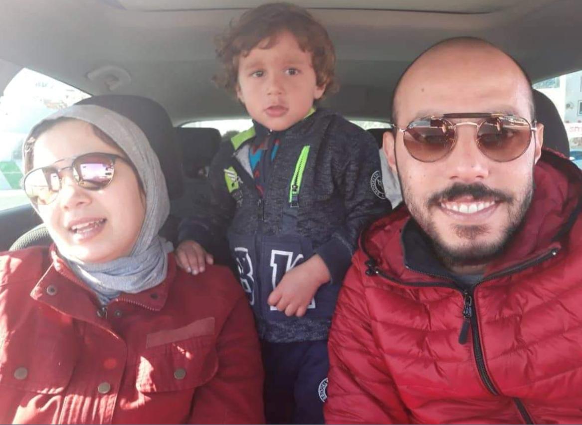 السيد أيوب عيروط وزوجته السيدة شيماء سباعي وابنهما لقمان/حقوق الصورة: تقدمة السيد أيوب عيروط