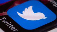 """""""في 3 من فبراير شباط، ألغى موقع تويتر بضعة آلاف من الحسابات المزيفة من إيران وروسيا وفنزويلا وحتى بنغلاديش. لكن موقع التواصل الاجتماعي نشر ما يقرب من 9.6 مليون تغريدة لهذه الحسابات.""""، جيف ييتس، صحفي مختص في تقصّي الأخبار المزيّفة - Matt Rourke / Associated Press"""