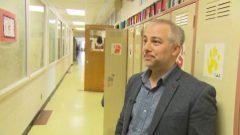 مدير المدرسة فريديريك جيرار يتحدث عن معاناته بإيجاد مدرسين بدلاء لمدرسته/راديو كندا