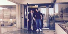 عمر خضر مع محاميه خارج قصر العدل في إدمنتون/راديو كندا