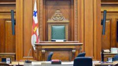 منذ عام 1934 باستطاعة سكان مدينة مونتريال حضور جلسات المجلس البلدي وطر أسئلة على ممثليهم/راديو كندا