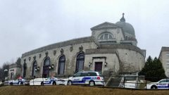 الشرطة سارعت إلى كاتدرائيّة القديس يوسف في مونتريال التي تعرّض رئيسها للاعتداء/Radio-Canada / Conrad Fournier
