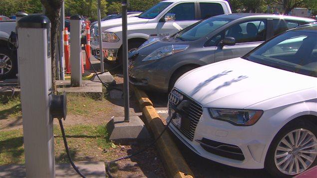 حكومة بريتيش كولومبيا تشجّع مواطنيها على استخدام السيّارات الكهربائيّة/ Radio-Canada / Caroline Morneau