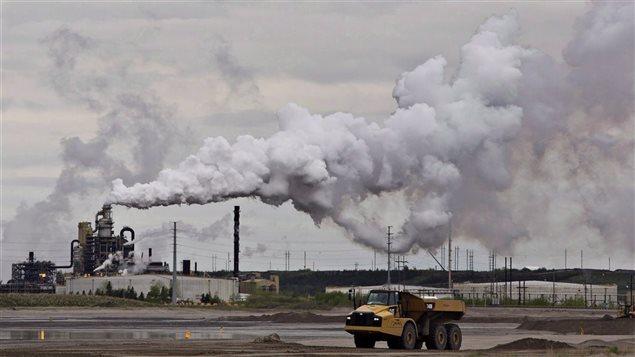 تقليص انبعاثات الغازات الدفيئة ما زال دون الأهداف المحدّدة في كندا/Radio-Canada