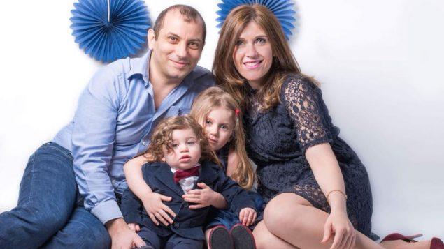 دلال التقي و زوجها باسل عبد الصمد وأولادهما/ Maxime Boudreau