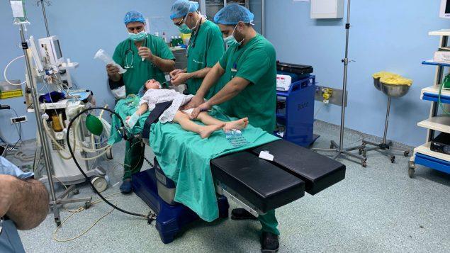 أطبّاء المؤسّسة الطبيّة السوريّة الأميركيّة في مهمّة انسانيّة لمعالجة اللاجئين السوريّين في لبنان/سامي مبيّض/SAMS/فيسبوك