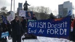 تعهدت الحكومة بأن أولياء الأطفال المصابين بالتوحد سيحصلون على تمويل قد يصل إلى 140،000 دولار - Ali Chiasson / Radio Canada