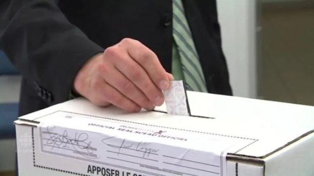 تتوقع هيئة الانتخابات في ألبرتا، التي تنظم التصويت، أن تمثل المشاركة المبكّرة ثلث المشاركة العامة في هذه الانتخابات - CBC