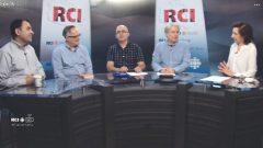 أسرة القسم العربي وضيفا البرنامج ايلي صليبا وغابي يوسف/RCI