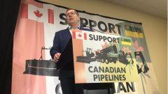 سكوت مو رئيس حكومة سسكتشوان يتحدّث خلال المسيرة ضدّ ضريبة الكربون التي فرضتها الحكومة الفدراليّة على 4 مقاطعات/Radio-Canada / Adam Hunter