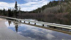 أدّى ارتفاع منسوب مياه الأنهار إلى إقفال عدد من الطرقات في وجه حركة السير/Radio-Canada